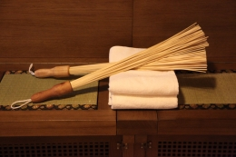 Расслабляющий массаж бамбуковыми веничками