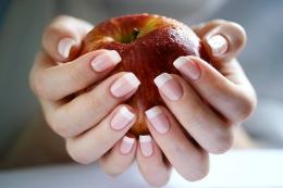 Как бороться с ломкостью и расслоением ногтей