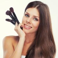 Советы косметолога-визажиста: Декоративная косметика в косметичке подростка.