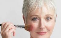 Несколько правил из 20 пунктов при нанесении возрастного макияжа