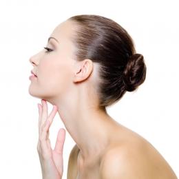 Гликолевый пилинг шеи и декольте 20%